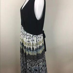 Believe Dress Size 12 V NeckBlack Ivory Pleated